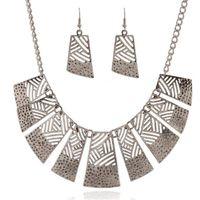 conjunto de collar de gargantilla de boda al por mayor-Boda conjuntos de joyas africanas encantos baratos Aleación plateada declaración gargantilla collar pendientes conjunto de joyas Dubai mujer fiesta regalos de Navidad