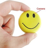 Caméra cachée Smiley Face Badge Video Recorder Mini caméscope Spy portatif avec enregistrement audio et prise de photos