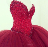 Elegant Dark Red Quinceanera Robes Robe de bal sans manches Crystal Beading Glitter Bourgogne Long 15 Party Prom Evening Gowns