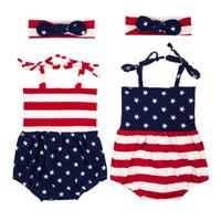 neues babykleid großhandel-Neuer Babyspielanzug Amerikanische Flagge Sommer Säuglingsbabyoverall Haarband Zweiteiliges Kleidungsstück Sterne Streifen Ärmelloser Pullover 0-2 T