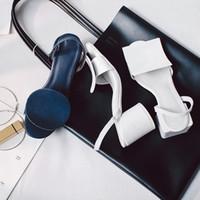 forme de la chaussure en sandale achat en gros de-Formes géométriques Blanc Marine Bleu Dames Sandales Unique Designer talons bas En cuir véritable Été T Show Gladiators Chaussures Femmes Bout Ouvert