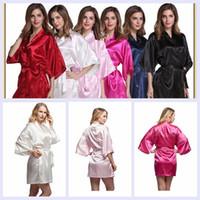pyjama multicolore achat en gros de-20 sortes de pyjamas de soie d'imitation peignoirs de couleur pure cardigan rituels demoiselle d'honneur robe peignoir printemps chaud pyjamas de fête YYA265