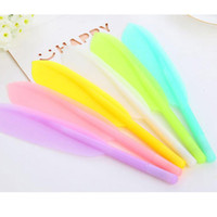 Wholesale Feather Pens - 20pcs lot Hot Sale Creative Feather Shape Gel Pens High Quality Plastic Writing Pen School Office Supplies Papelaria