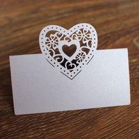lila hochzeitsplatzkarten großhandel-Das purpurrote centerpieces, das Laser geschnitten wird, schnitt Herz wed Tabellenmittelstückgeburtstags-Platzkarten-Namenkarte multi Farbe frei versenden