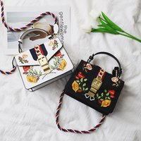 Wholesale red bumps - handbags female han edition single shoulder bag new embroidery small wind BaoMinZu to bump color restoring ancient ways with the bag