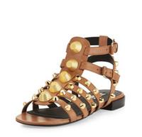 sapatos abertos para meninas venda por atacado-Mulheres menina verão genuíno couro sandálias oco dedo aberto prata cravejado gladiador gaiola sapatos baixos artesanais
