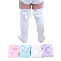 calcetines de algodón blancos hasta la rodilla al por mayor-Calcetines hasta la rodilla para bebés, niños, niños, lindos lazos de encaje, calentadores para piernas de princesa, algodón sólido, niña, tubo largo, calcetines blancos