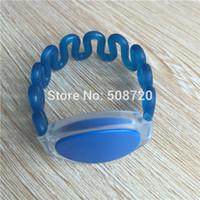 kunststoff-armbänder großhandel großhandel-Großhandels-blaue Farbe 125khz em4100 Kunststoff-RFID-Armband für den Pool, Fitness-Club, Spa-Club