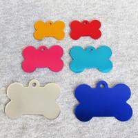 etiquetas de hueso para mascotas al por mayor-Etiquetas de identificación de perro de hueso de aleación de aluminio 100pcs Anodizado superficie Color mezclado Hueso blanco Etiquetas de perro mascota