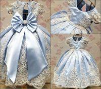 güzel mavi kızlar elbiseli elbise toptan satış-2018 Yeni Tasarım Açık Mavi Çiçek Kız Elbise Düğün İçin Güzel İlk Communion Abiye Dantel Nakış ile Büyük Yay Şerit Pageant giyim