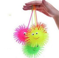 balle en silicone bouclée achat en gros de-12pcs / lot Flash Puffer Ball Hedgehog Ball Vent avec charge de couleur aléatoire Jouets pour enfants Nouveauté et Gag Toys Light-Up Toys