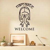 vinil duvar etiketleri yoga toptan satış-Hoşgeldiniz Namaste Duvar Çıkartmaları Vinil Sanat Duvar Çıkartmaları Ev Dekor Oturma Odası Yoga Stüdyosu Duvar Dekorasyon