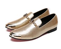 New Arrival Men en cuir verni Chaussures Slip On Metal Toe Pointy Gold / argent / Rouge / orange Chaussures de mode Chaussures de mariage de luxe pour hommes AXX416