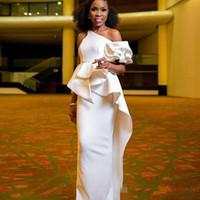 ingrosso usura del club di vestiti peplum-2019 South Arabic African Black Girl One spalla guaina Prom Dresses Long Peplum Ruffles Abiti formali Abiti da sera Aso Ebi Abiti da festa