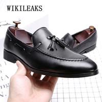 i̇talyan parti elbiseleri toptan satış-İtalyan oxford erkekler için ayakkabı tasarımcı resmi mens elbise ayakkabı deri siyah siyah lüks parti düğün erkekler püsküller flats loafer'lar