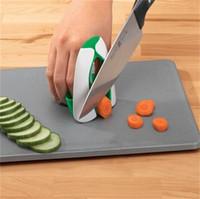 cuchillos de cocina seguros al por mayor-Protector para las manos Pequeñas herramientas Artículos de cocina Cuchillo de plástico Accesorios Corte seguro Cortar verduras Venta caliente 2 3zb V
