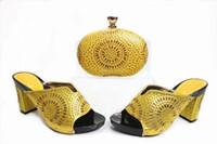ingrosso tacchi gialli di gattino-Le scarpe gialle calde del tallone del gattino delle donne di vendita con le scarpe africane della decorazione del rhinestone abbinano la borsa fissata per il vestito X21