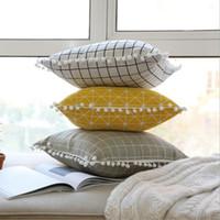almohadas grises amarillas al por mayor-Pompones lindos cojines decorativos para sofá funda de cojín amarillo silla geométrica chaise tiro funda de almohada 45 cm almofada