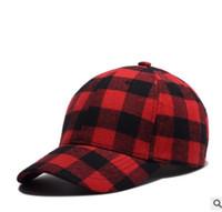 siyah kırmızı güneş şapka toptan satış-Siyah Kırmızı Ekose Beyzbol Şapkası Hiphop Punk Rock Kavisli Güneş Şapka Erkekler Kadınlar Casual Peaked Caps