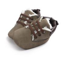 sapatinhos de sapatinho de bebê venda por atacado-Tênis de bebê Bebés Meninos Botas Sapatos Infantis Recém-nascidos Bebe Mocassins Macios Moccs Sapatos Clássicos Casuais Botas Quentes