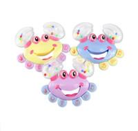bebé cangrejo al por mayor-Preciosa muchachas de los bebés de juguete de los niños del bebé del cangrejo Diseño Handbell de instrumentos musicales cascabeleo Sonajero envío rápido
