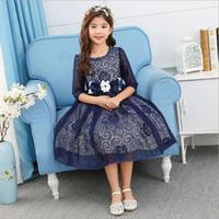 ingrosso modello di fascio in rilievo-Abiti da sposa scollo a rilievo per bambini Mezze maniche Blu scuro Bianco Perline Flower Sash Disegni Pattern Ragazze Vestito taglia 3-12