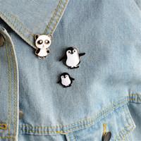 lindo anime panda al por mayor-Mujeres Lindo Penguin Panda Insignias Broches de Dibujos Animados Animales Anime Iconos Esmalte Pin Chaqueta Sombrero Joyas de Alta Calidad broches