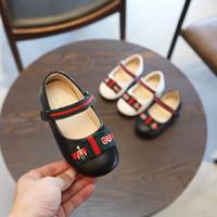 chaussure à semelle souple bébé noir achat en gros de-Printemps et automne de chaussures enfants fille 2018 nouvelles chaussures de princesse défilé de mode noir chaussures bébé unique