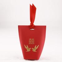 chinês casamento fita venda por atacado-Presente de casamento Chinês Tradicional Caixa De Doces Vermelhos Com Fita Magpie Folha De Ouro De Casamento Favorece Presentes Caixa ZA6929