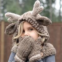 ingrosso cervo beanie baby-Cappello invernale in lana per bambini Cappello alce in lana con cappuccio Sciarpe Guanti 3 in 1 Set di cervi natalizi Cappellini caldi per maglieria regalo Elk Crocket Beanie per ragazzi
