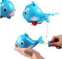en iyi bebek banyoları toptan satış-Plastik Yunus Şekilli Su Sprey Banyo Oyuncak Bebek Kız Erkek Yunus Su sprey En Popüler Hediye Çekin hattı KKA5563