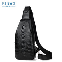 sacos de costas venda por atacado-RUOCI Moda Alligator PU Leather Men Peito Bag Casual viagem Sling Men Shoulder Bag Bandoleira Sacos mochila Mochila