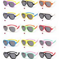 lente de plástico polarizado venda por atacado-Clássico Lente Retro crianças óculos de Sol Do Esporte Ao Ar Livre Equitação Silicone Segurança Software Polarizada Crianças Óculos De Sol De Plástico Quadro LJJG28