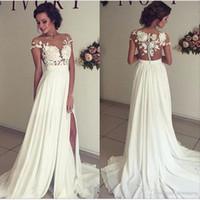 lace wedding dresses side slits venda por atacado-2019 Verão Praia Chiffon Vestidos de Casamento Lace Top Mangas Curtas Ilusão Decote Side Slit Jardim Elegante Vestidos de Noiva