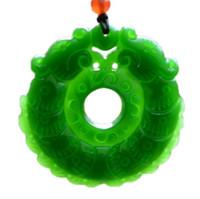 estátua de dragão de jade venda por atacado-New Natural Jade China Green Jade Pingente de Colar Amuleto Sorte dragão Estátua Coleção Enfeites de Verão Pedra Natural