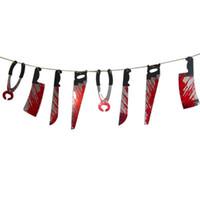 ingrosso coltelli-Decorazione di Halloween Appeso Mani Spaventoso coltello appeso Armi Ghignante Ghirlanda Prop Decorazione Forniture per feste favori decorazioni per la casa