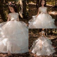красивые платья маленькой девочки оптовых-Цветочные кружева Платья для девочек-цветочниц Бальные платья Детское театрализованное платье Длинный шлейф Красивое платье для маленьких цветочниц