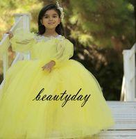 ea8d2dd79b343 Sarı Küçük kızın Pageant Elbise Törenlerinde 2019 Yürüyor Çocuk Balo Glitz Çiçek  Kız Elbise Düğün Boncuklu Anne Ve Kızı Elbise