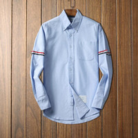 luxus männer s formale hemden großhandel-Luxuxdesigner streifte weiße Baumwollhemdformmänner formale Hemden der langen Hülse für Männer mit Taschenmänner kleiden die Hemden, die reguläre passende Großverkauf D3 sind