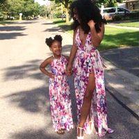 bebé madre traje a juego al por mayor-Vestidos de madre e hija Trajes a juego de la familia Estampado floral Escote en v Ropa de niña y madre Mamá y yo vestido de playa