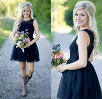 marineblau knielänge strandkleid großhandel-Dark Navy Blue Short Country Brautjungfer Kleider Sheer Illusion Tüll Zurück Knielangen Strand Brautjungfern Kleid Maid of Honor Kleid