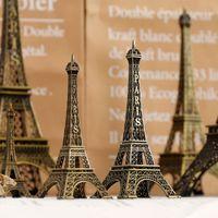 imágenes para vestidos de una pieza. al por mayor-Navidad Día de San Valentín Regalo de cumpleaños París Torre Eiffel Modelo Adornos Europeos Decoraciones para el hogar Creativo Nordic Metal Forjado Artesanías