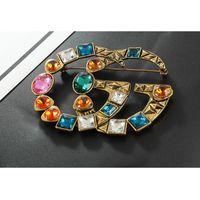eski takı aksesuarları toptan satış-Yeni Ünlü Marka Tasarımcısı Retro Kristal Broş Vintage Lüks Renkli Rhinestone Takım Yaka Pin Marka Takı Aksesuar