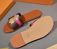 inek sandalet toptan satış-2018 Kadın moda yaz kilit ayakkabı terlik Graffiti Sandalet Kadınlar logo ile hakiki inek derisi deri Ayakkabı kutusu