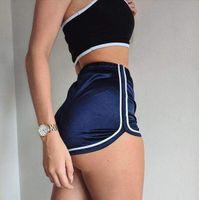 esportes quentes casuais venda por atacado-Novo 2018 Mulheres Shorts De Esportes De Seda Magro Praia Shorts Brancos Casuais Quente