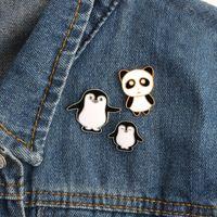 lindo anime panda al por mayor-Alta calidad de Dibujos Animados Lindo Esmalte Pin Pingüino Panda Animal Pins Anime Icons Broches de Mujer Insignia Chaqueta Sombrero Joyería Broches
