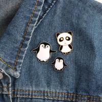 ingrosso simpatico anime panda-Alta qualità Cartoon Cute smalto Pin pinguino Panda Animal Pins Anime icone Spille da donna distintivo giacca cappello gioielli spille