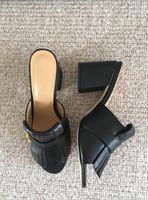 kadınlar yeşil topuklu toptan satış-2018 yeni tasarım kadın moda kalın topuklu ayakkabı siyah deri sandalet kızlar casual topuk slaytlar lady kırmızı yeşil ayakkabı büyük boy 34-42 41 # G18