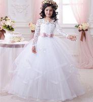 echte probe blumen linie großhandel-2017 Günstige Weiße Blume Mädchen Kleider für Hochzeiten Spitze Langarm Mädchen Festzug Kleider Erstkommunion Kleid Kleine Mädchen Prom Ball Gown0