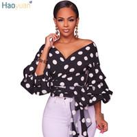 siyah polka noktalı gömlek toptan satış-HAOYUAN Fener Kol Polka Noktalar Şifon Bluzlar 2018 Moda Derin V Seksi Siyah Beyaz Blusas Streetwear Kadınlar Gömlek Tops